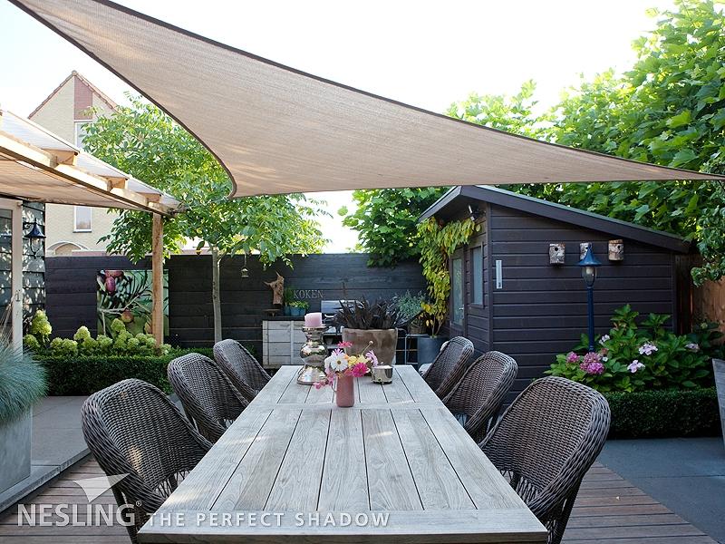 Voiles d ombrage coolfit toile ajour e tenue d 39 jardin - Toile de jardin triangulaire ...