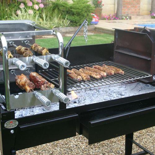 Braai le barbecue bois traditionnel sud africain - Barbecue avec rotissoire ...
