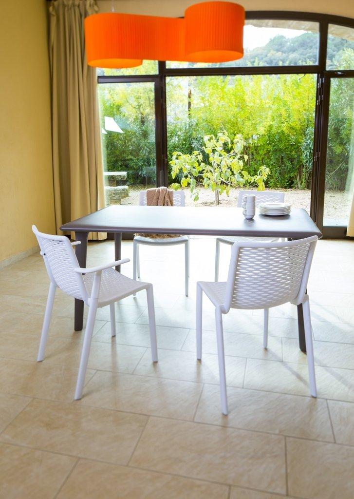 Netkat chaise de jardin empilable avec accoudoir lm30 for Resto avec jardin