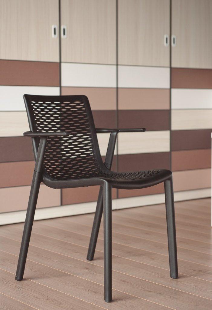 netkat chaise de jardin empilable avec accoudoir lm30 lifestyle tenue d 39 jardin. Black Bedroom Furniture Sets. Home Design Ideas