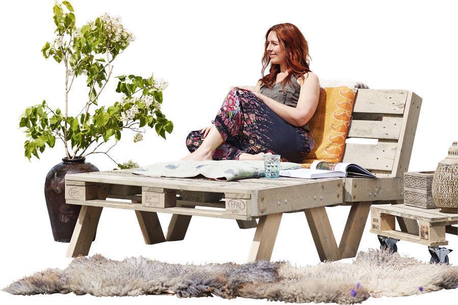 Salon de jardin en palette (canapé + grande table basse) en bois