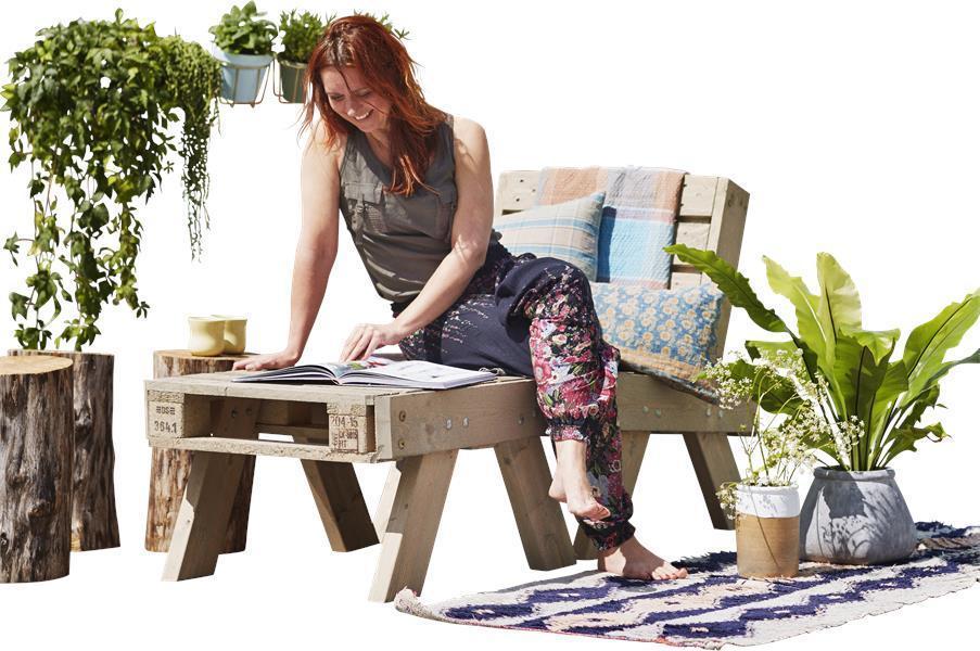 ensemble de jardin en palette fauteuil petite table basse. Black Bedroom Furniture Sets. Home Design Ideas