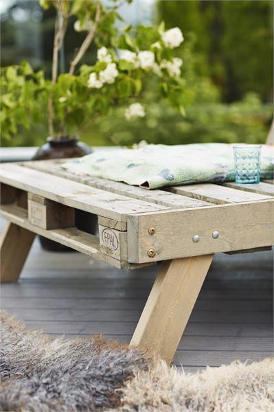 Grand table basse de jardin en palette 125,5 x 80 x 45 cm