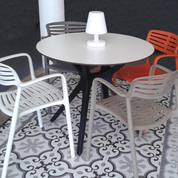 TOLEDO chaise de jardin design et empilable - LM30 Lifestyle