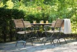 Table de jardin carré en fer forgé noire et pliable: Lindau