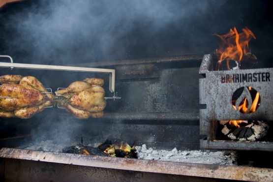 Barbecue_sud-africain_Braai_rotisserie_avec_poulet_Braaimaster_ChicDesign_LM30